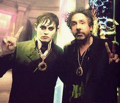 Johnny Depp and Tim Burton on set Dark shadows .