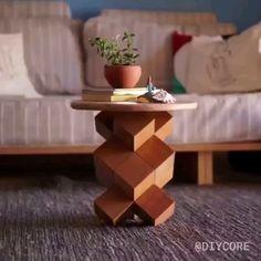 Aprenda a fazer uma mesinha usando 14 cubos de madeira, super fácil, sem parafusos e muito resistente! Woodworking Techniques, Woodworking Projects Diy, Diy Wood Projects, Furniture Projects, Wood Crafts, Woodworking Wood, Furniture Design, Popular Woodworking, Furniture Stores