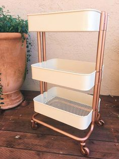 DIY: Rose Gold Ikea Cart diy Transform a plain IKEA Raskog Cart into a chic accent piece. Check out the easy steps for spray painting your cart to give it a unique look. Rose Gold Room Decor, Rose Gold Rooms, Gold Bedroom Decor, Rose Gold Bedroom Accessories, Room Decor Bedroom Rose Gold, Rose Gold Interior, Gold Home Decor, Bedroom Sets, Bedding Sets