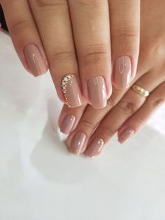 Prized by women to hide a mania or to add a touch of femininity, false nails can be dangerous if you use them incorrectly. Types of false nails Three types are mainly used. Cute Nails, Pretty Nails, My Nails, Perfect Nails, Gorgeous Nails, Simple Nail Designs, Nail Art Designs, Nails Design, American Nails