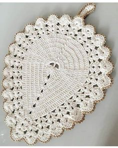 Crochet Placemat Patterns, Crochet Mandala Pattern, Doily Patterns, Crochet Doilies, Crochet Flowers, Crochet Santa, Crochet Baby, Cardigan Bebe, Crochet Kitchen