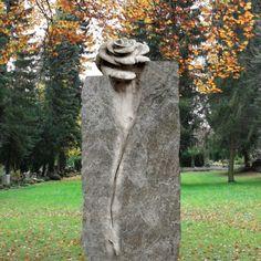 Schöne Granit Stele Grabstein »Casina« mit Rose • Qualität & Service direkt vom Bildhauer • Jetzt Grabstein online kaufen bei ▷ Serafinum.de