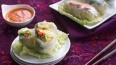 Rice Paper Rolls with Red Curry Sauce. These are ridiculously good. Chaelim is obsessed with the sauce and eats it with his sushi (? I like making the rolls with baked tofu and a simple soy/ginger sauce. So fresh and delicious! Raw Food Recipes, Asian Recipes, Veggie Recipes, Vegetarian Recipes, Healthy Recipes, Ethnic Recipes, Vegan Rice Paper Rolls, Rice Paper Spring Rolls, Quesadillas