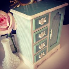 $70. Mint and White Bows and Stripes Jewelry box - tall jewelry box - Vintage Upcycled Tall Jewelry Box, Painted Jewelry Boxes, Jewellery Boxes, Wooden Jewelry, Jewellery Storage, Woodworking In An Apartment, Woodworking Box, Woodworking Videos, Armoire Makeover