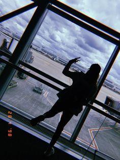 Gül nihal adlı kullanıcının *fake story* panosundaki pin sub Girl Photography Poses, Tumblr Photography, Famous Photography, Photography Editing, Photography Backdrops, Photography Business, Travel Photography, Ft Tumblr, Airport Photos