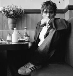Damon Albarn Is Perfect Beautiful Boys, Pretty Boys, Beautiful People, Blur Band, Mazzy Star, Britpop, Him Band, Oui Oui, Attractive People