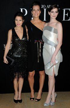 Anne Hathaway - Paris Fashion Week Haute Couture S/S 2010 - Giorgio Armani Prive