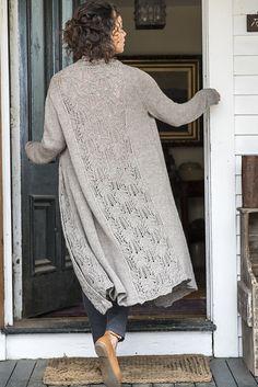 Длинный кардиган с шалевым воротником от дизайнерской группы Berroco. Дизайнер Donna Yacino.