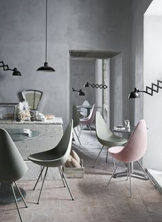 Drop by Arne Jacobsen. KAISER idell by Christian Dell.