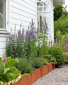 I like this flower bed. Curb Appeal raised plant beds I like this .I like this flower bed. Curb Appeal raised plant beds I like this flower bed. Back Gardens, Small Gardens, Outdoor Gardens, Home Landscaping, Landscaping With Rocks, Dream Garden, Home And Garden, Plants For Raised Beds, Raised Flower Beds