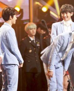 I'm seeing BaekYeol but my eyes saw the boy between them. Omyghad his my husband Min YoongiMin Suga Chanbaek Fanart, Exo Chanbaek, Baekhyun Chanyeol, Park Chanyeol, Exo Couple, Xiu Min, Heechul, Exo Members, Yixing