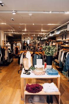 Best Newbury Street Stores for Shopping in Boston - Kaylchip Newbury Street, Beautiful Streets, Wine List, In Boston, Travel Size Products, Table Settings, Table Decorations, Massachusetts, Trips