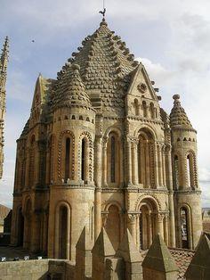 Torre del Gallo of the Old Cathedral (Spanish: Catedral Vieja de Santa María) is…