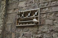skrzynka pocztowa jaskółka symbolizuje jak powinna działać poczta, a symbolu żółwia nie tłumaczę bo i po co :)
