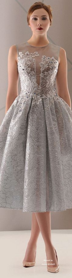 -Antonios Couture Spring-summer 2016 Antonios Couture Spring-summer 2016 See it Beauty And Fashion, Look Fashion, Beautiful Gowns, Beautiful Outfits, Elegant Dresses, Pretty Dresses, Couture Dresses, Fashion Dresses, Mode Outfits
