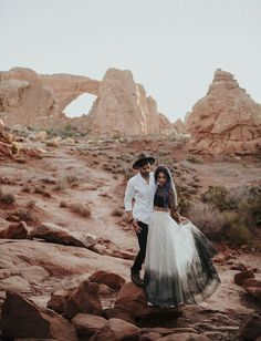"""The Coolest + Most Unique Places in the World to Say """"I Do"""" // Top Places to Elope #placestoelope #weddingvenue"""