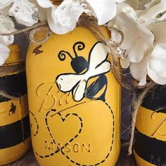 Set of 3 hand painted black and yellow Bumble Bee Mason jars. ****FLOWERS NOT INCLUDED**** These hand painted jars are perfect for your shabby chic decor, farmhouse or rustic office decor. Pot Mason Diy, Mason Jar Crafts, Rustic Office Decor, Quart Size Mason Jars, Bee Crafts, July Crafts, Decor Crafts, Jar Art, Bee Party