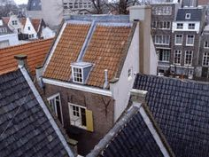 In the Anne Frank House was closed for renovation. When it reopened in the museum introduced a one-way route through the house. Bergen, Anne Frank Amsterdam, Anne Frank House, School Photos, Netherlands, The Outsiders, Annex, Shining Star, Ww2