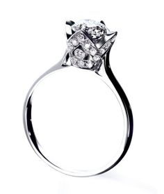 Bijoux Saint-Valentin: Arthus-Bertrand bague Princess http://www.vogue.fr/joaillerie/shopping/diaporama/bijoux-cadeaux-saint-valentin-amour/17527/image/945111#!bijoux-saint-valentin-arthus-bertrand-bague-princess