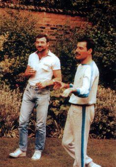 De-rares-photos-de-Freddy-Mercury-et-son-compagnon-Jim-Hutton-7 De rares photos de Freddy Mercury et son compagnon Jim Hutton