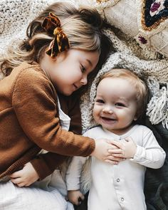 So very precious! Love these little sweet hearts! Cute Baby Pictures, Baby Photos, Little People, Little Ones, Newborn Photography, Family Photography, Cute Kids, Cute Babies, Baby Buddha