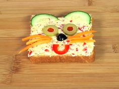 Open-Face Pimento Cheese Sandwiches: It's ok to play with your food! #back2school #lunch