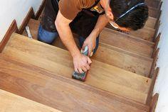 vous souhaitez rénover votre escalier en bois, nous vous expliquons comment le décaper, l'éclaircir, le vitrifier et les autres finitions pour sa rénovation