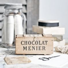 An antique French wooden box - Chocolat Menier ☆ Brocante, déco vintage industrielle brocante campagne