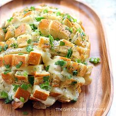 yummy with homemade pesto too Bloomin' Onion Bread - Recipes, Dinner Ideas, Healthy Recipes & Food Guide & Brunch Dish Cooker Think Food, I Love Food, Good Food, Yummy Food, Fun Food, Chefs, Blooming Onion Bread, Bloomin Onion, Snacks Für Party