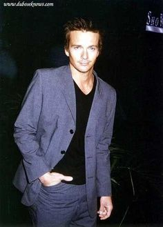 Sean Patrick Flanery. Never has a casual suit looked this good!