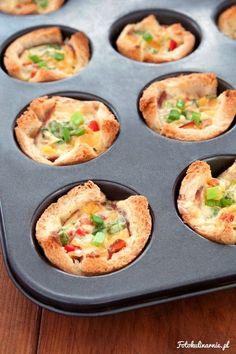 Tostowe muffiny z szynką, serem i jajkiem - Fotokulinarnie. Słodko-słony blog kulinarny.