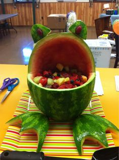 Frog - Springtime, kids birthday party or baby shower idea - something a bit healthy.To add to my watermelon creation listFor summer, yay watermelon!Great frog fruit salad idea in a frog.Frog - Healthy Food Photo Books this is fun Creative Kitchen, Creative Food, Cute Food, Good Food, Yummy Food, Fruits Decoration, Baby Shower Fruit, Fruit Creations, Watermelon Fruit