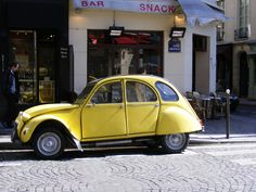 It was time for a red wine before moving on - the choice was a glass of Bordeaux in a lovely little café on the corner with a pretty yellow Citroen Deux Chevaux parked outside.