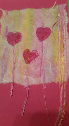 Karte seidenpapier mit Aquarell Farben vorgrundiert,Herzen mit acrylfarbe gestempelt und anschließend umstickt