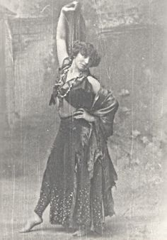 Colette in her dance hall days. Angela Carter, History Of Photography, Creatures Of The Night, Writing Styles, Belle Epoque, Historical Photos, Word Art, Portraits, Les Oeuvres