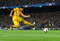 Luis Suarez of Barcelona shoots during the UEFA Champions League quarter final first leg match between FC Barcelona and Club Atletico de Madrid at Camp Nou on April 5, 2016 in Barcelona