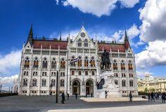 Σκέφτομαι να αγοράσω αυτό το ακίνητο για ώρα ανάγκης βρε αδερφέ. Δεν ξέρω τι ΕΝΦΙΑ θα πληρώνω βέβαια. #Budapest #budapestagram #hungary #europe #euro_shot #euro_shots #euro_shotz #travel #travelphotography #travelgram #traveling