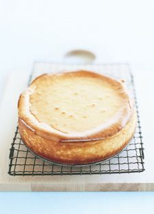 Donna Hay Classic Baked I've made this countless times; great recipe especially if you like a hint of lemon to cut the sweetness. Cheesecake Base Recipe, Cheesecake Recipes, Dessert Recipes, Baked Lemon Cheesecake, Basic Cheesecake, Tiramisu Cheesecake, Ricotta Cheesecake, Dinner Recipes, Just Desserts