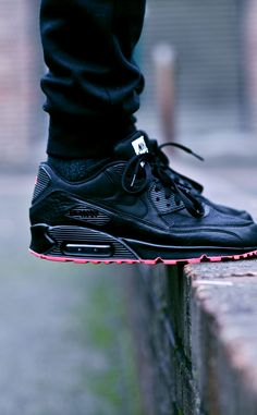 Nike Air Max 90 iD on Ledge