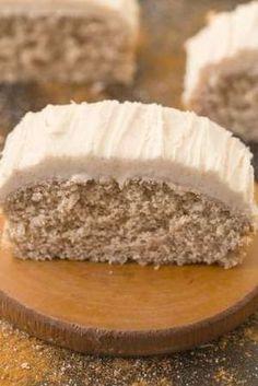 Healthy Flourless Cinnamon Bun Breakfast Cake- Fluffy and filling on the inside yet tender on the ou Paleo Dessert, Healthy Desserts, Dessert Recipes, Flourless Desserts, Flourless Cake, Healthy Cake Recipes, Lunch Recipes, Gluten Free Baking, Gluten Free Recipes