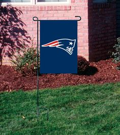 New England Pats Patriots Applique Embroidered Mini-Window Or Yard/Garden Flag