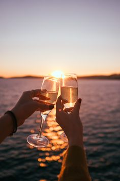 Discount Wine And Spirits Summer Feeling, Summer Vibes, Summer Sun, Buy Wine Online, Summer Photos, Wine Time, Wine Tasting, Instagram Story, Cheers