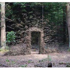 Andy Goldsworthy Natural Sculpture in woodland , enviromental, land art… Art Sculpture, Outdoor Sculpture, Outdoor Art, Metal Sculptures, Abstract Sculpture, Bronze Sculpture, Land Art, Andy Goldsworthy Art, Art Environnemental