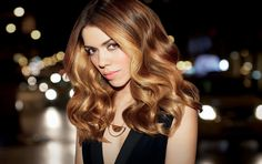 Discover Redken's Blonde Idol, haircare products for natural blonde and blonde color treated hair that adds shine, protects & strengthens blonde hair. Redken Hair Color, Redken Hair Products, Professional Hair Color, New Hair Trends, Best Hair Salon, Brown Hair With Highlights, Coloured Hair, Dyed Hair
