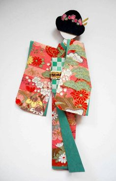Hand-made origami Japanese paper doll. kimono lining and obi (origami paper); Gato Origami, Origami Art, Geisha, Asian Crafts, Asian Quilts, Japanese Fabric, Japanese Doll, Japanese Paper Art, Japanese Kimono