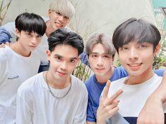 First ever Filipino Boy Group trained under Korean Entertainment Company. Asian Hair Undercut, Asian Men Hairstyle, Side Hairstyles, Undercut Hairstyles, Korean Entertainment Companies, Korean Haircut, Kim Sung Kyu, Name Wallpaper, Boy Models