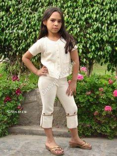 Lässige 3/4 #Mädchen #Hose mit passender #Bluse im Set, #ökologische #Pima #Baumwolle. Größen für #Kinder vom 5. bis zum 10. Lebensjahr. Unsere verarbeitete Pima Baumwolle ist naturbelassen und nicht chemisch gefärbt. Natürliche #Mode, freundlich zu Ihrer Haut und Umwelt, aus #Peru