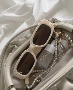 Cream Aesthetic, Classy Aesthetic, Brown Aesthetic, Aesthetic Vintage, Aesthetic Bags, Aesthetic Girl, Cristian Dior, Lunette Style, Cute Sunglasses