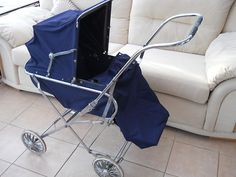 Vintage Traditional 1970's SilverCross Pushchair/Pram | my brother had this. Really practical then probably not car friendly now Vintage Pram, Retro Vintage, Silver Cross Prams, Prams And Pushchairs, Baby Equipment, Dolls Prams, Baby Prams, Baby Planning, Baby Carriage