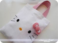 Hello Kitty Themed Birthday Souvenir Bag or Backpack . Bolo Da Hello Kitty, Hello Kitty Purse, Hello Kitty Birthday, Felt Diy, Felt Crafts, Diy And Crafts, Hello Kitty Crafts, Birthday Souvenir, Bday Girl